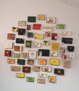 Cigarkasser på væggen i Regnskabsskolen